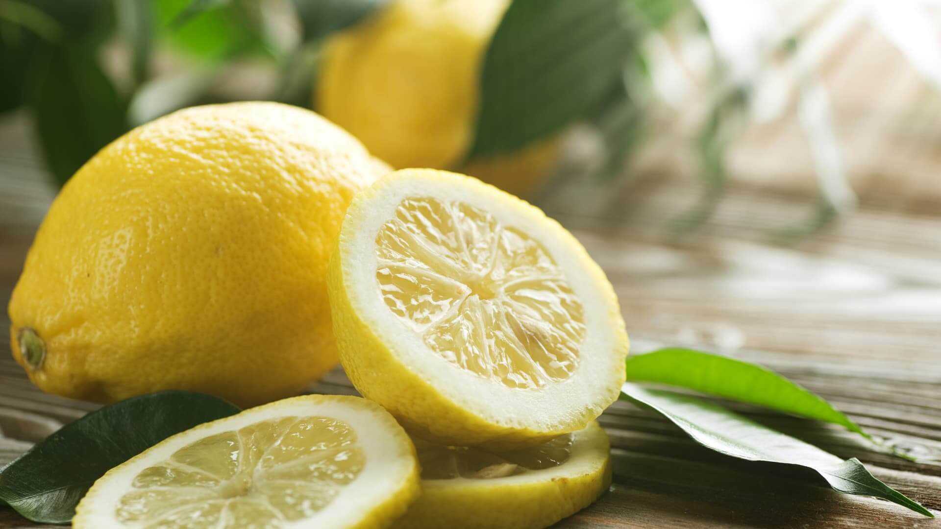 How To Remove Burnt Food Smell From Home With Lemon Slices